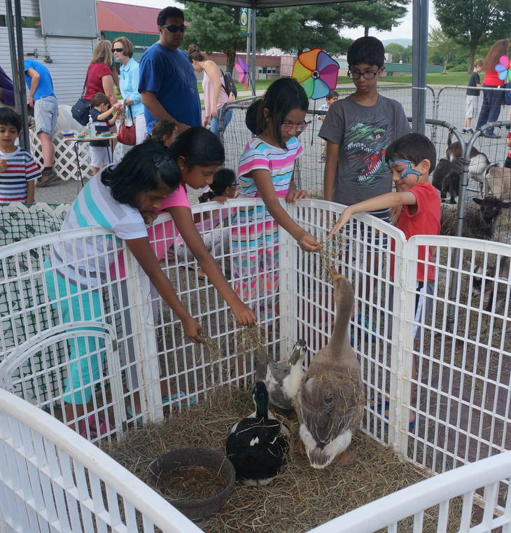 80b3d4c2c4df5a09fb36_a_Kids_feeding_the_animals_at_the_Montville_Twp_Library_Summer_Reading_Finale.JPG