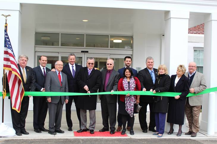 847dd75d504048ac3522_roosevelt_ribbon_cutting_4-18.jpg