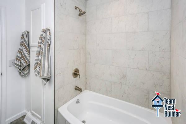 84af068d0a7468670804_017_1st_Floor_Bathroom_Alt_View_2.jpg