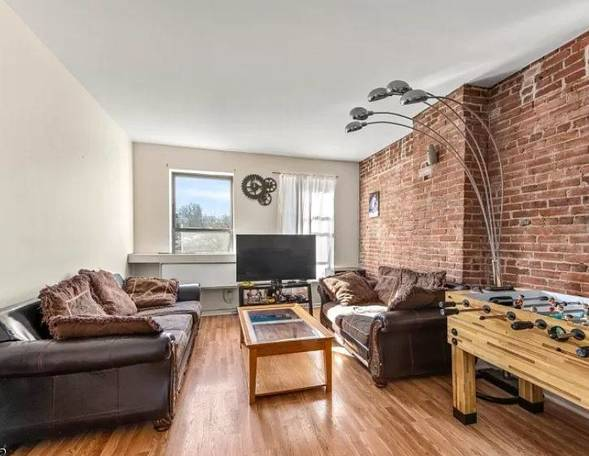 Charming and Newly Renovated 1 Bedroom Condo