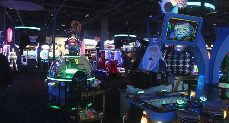 85d6810baafe1c4bee5b_Dave_and_Busters_Midway.JPG