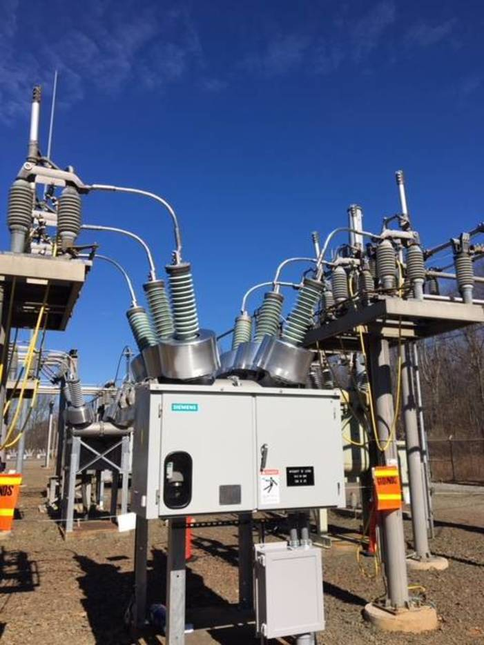 85de43e9e86eb6406191_Windsor_Substation_Breaker.JPG