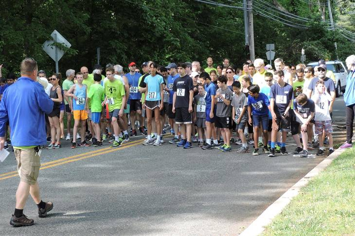 87d2af251c2b115cd6dc_7fa53341cfe0038721b3_2017_4_Miler_Race_Starting_Line.jpg