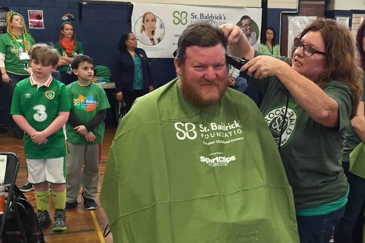 88f3f22b555921642a0b_5de0f10a6d433329f48b_Joe_Pinto_gets_his_head_shaved.JPG