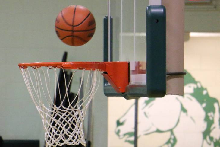 890acbf0f61db13cfd39_MTHS_basketball_pic2.jpg