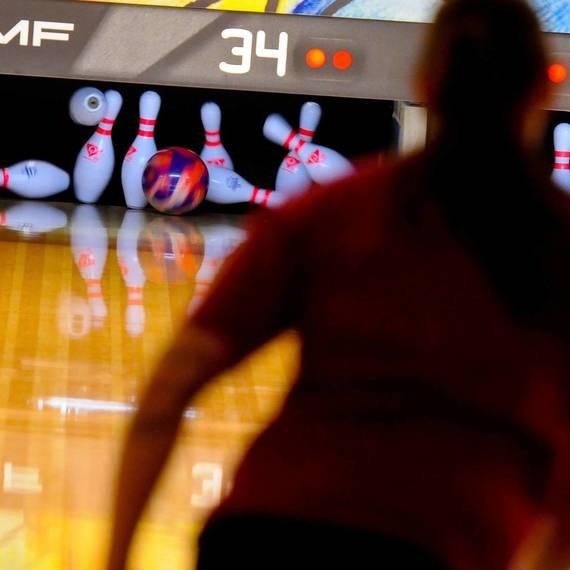 8a536ebd5f7e7ad4b391_cba9f9694cff7594b3e3_bowling-696121_1920.jpg