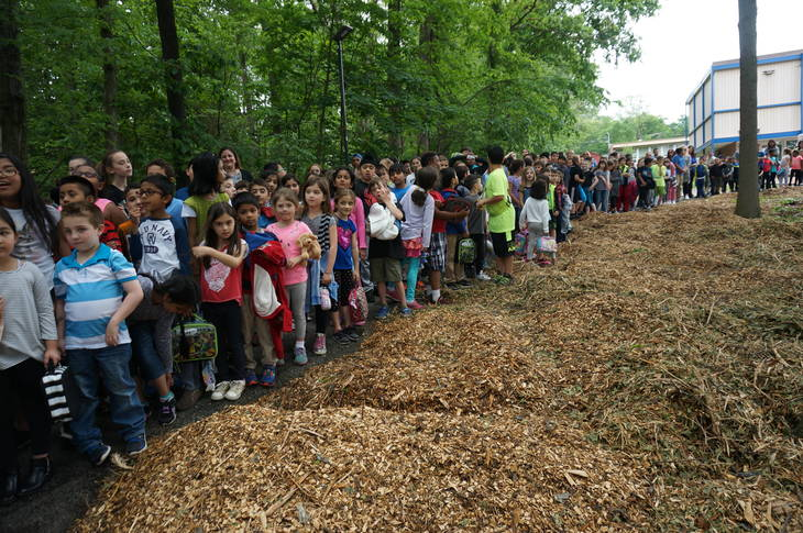 92bc0eeeb1f46bb58b06_a_Woodmont_kids_lined_up_for_the_dedication.JPG