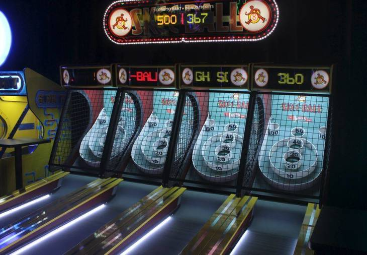 93b7cdb24c827a58ab91_Dave_and_Busters_Midway_c.JPG