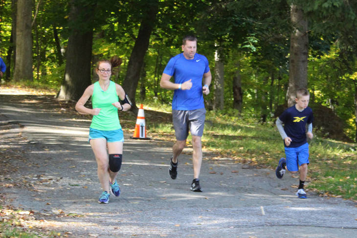 96a3edc193621bb6be0f_1e9cee190687727f4281_LHF_Lake_Loop_2015_Running_Participants.jpg