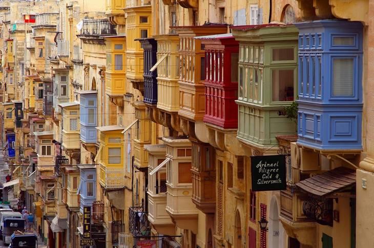 9e017767e65391cb48bf_b6ccb3d122369c7d6cc3_malta_balconies.jpg
