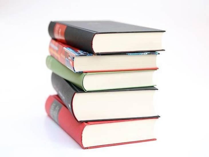 9ed447e3db912ca0e966_books-441866_640.jpg
