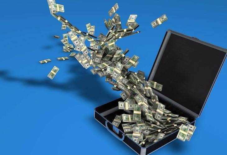 a72ae359fefb37206456_money_exploding_from_briefcase-163495_1280.jpg