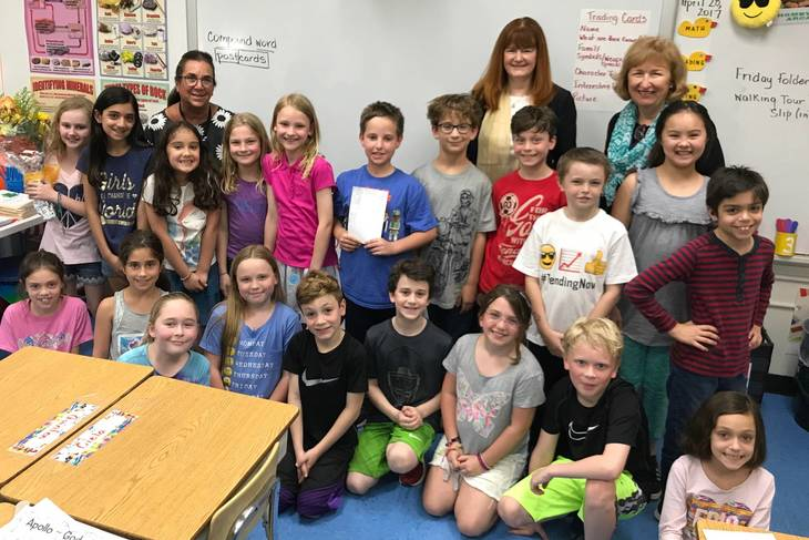 a9a7728ae700247c2d59_6dc4823294273371b142_Franklin_3rd_graders_and_Penny_O_Donnell__l___Superintendent_Margaret_Dolan__c__and_Principal_Eileen_Cambria_r_.jpeg