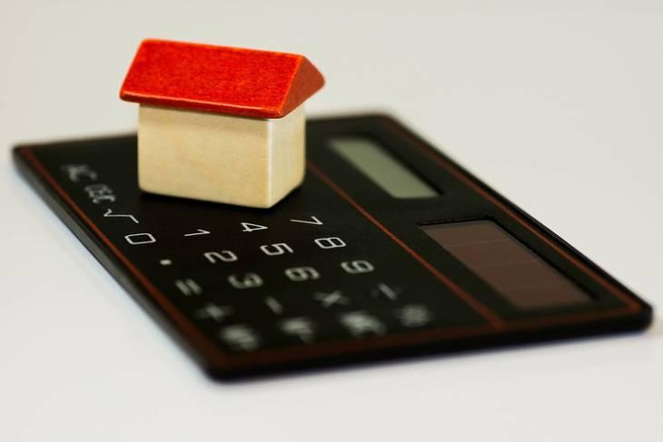 ac58041ebb06ec5a246c_house_on_calculator-167734_1920.jpg