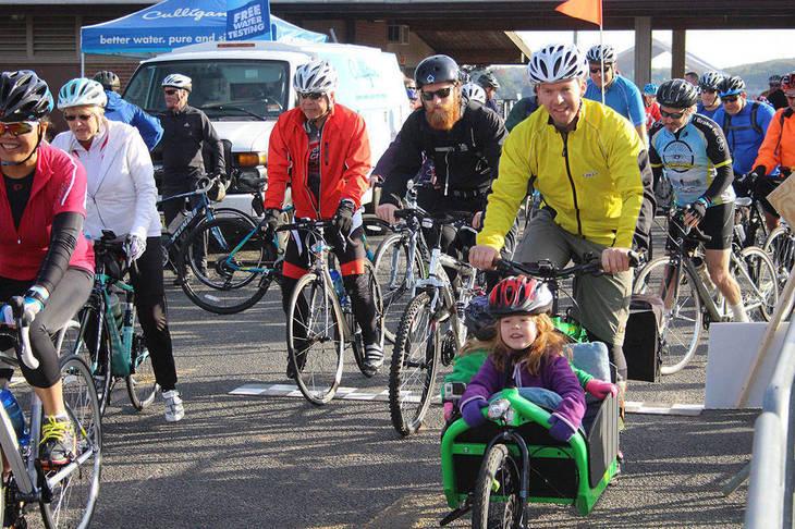 ad1b3bf48b2fda08ba3a_8a6564fbb307b0360634_LHF_Lake_Loop_2015_Cycling_Participants_sm.jpg