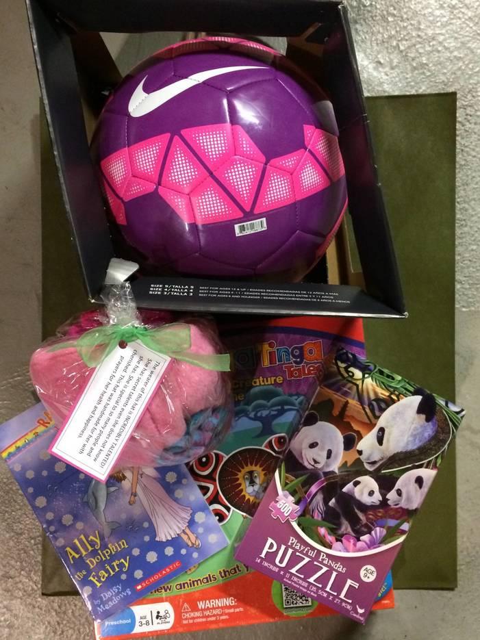 af284605ed761f0023f2_Cleveland_Ave_2016_3rd_grade_girl_gift.jpg