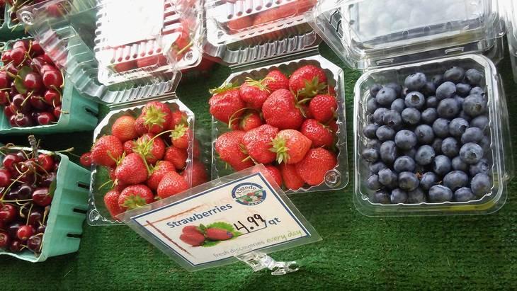 b36df6508f32575038b7_Farmers_2017_-_Strawberries_6-27-17.jpg