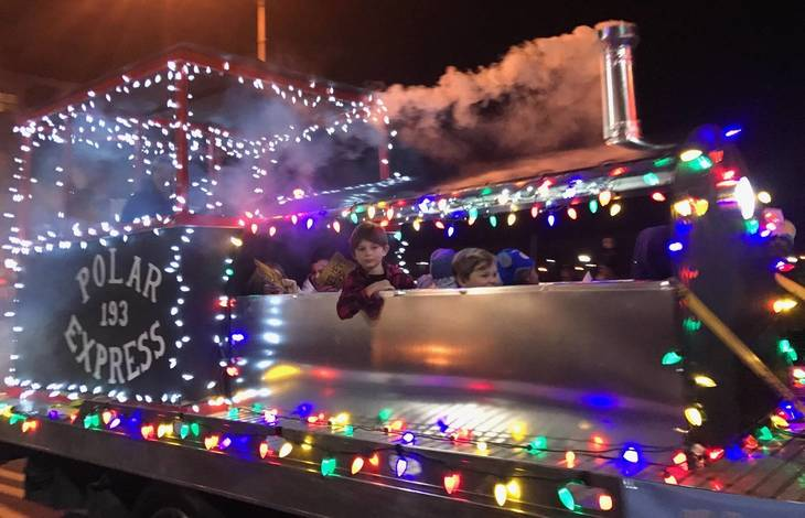b6090be03b2bf5c6e5a3_sompixfireparade2017polarexpress.JPG