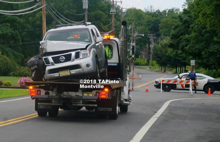 b87a3b26b234c778ff23_a_A_flatbed_removes_the_damaged_vehicle__2018_TAPinto_Montville___1_paint____1_watermark..jpg