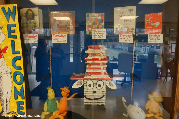 badbf21a3feb48dbc278_a_Dr._Seuss-themed_display_at_Woodmont__2018_TAPinto_Montville.JPG