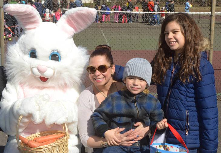 bc0415e24736d7309269_FW_The_Lorenzo_family_poses_with_the_Easter_Bunny.JPG