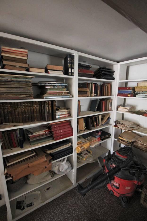 bd997e077e8d2ecbf0c6_Old_library_reference_books.JPG