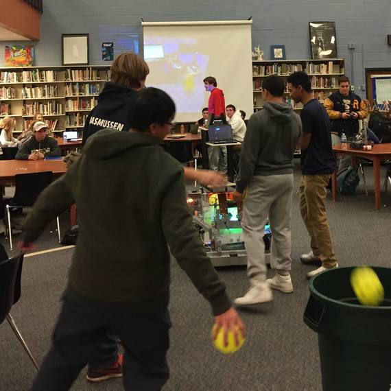 bec67a2ff1e5e17bfb76_858ef82e7867968b9925_Students_Play_with_Competition_Robot.JPG