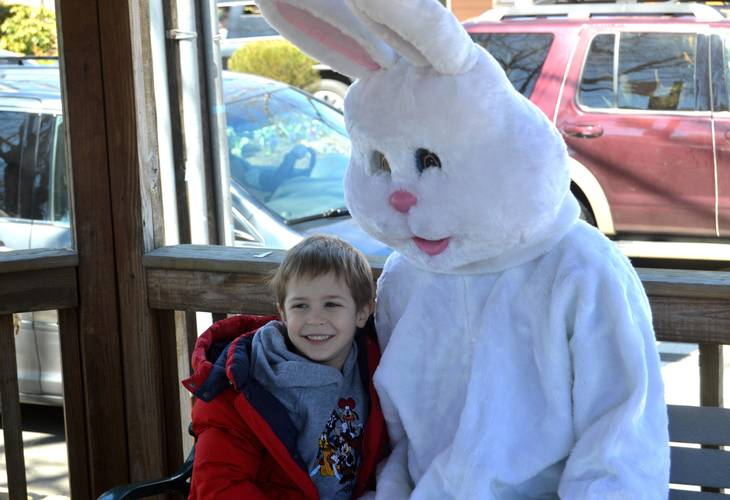 c293e190820b3756e134_Benjamin_Pajak__6__with_the_Easter_Bunny.JPG