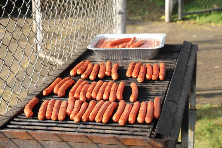 cbe2eb5b53cf8b3939ef_EDIT_hot_dogs_on_the_grill.jpg