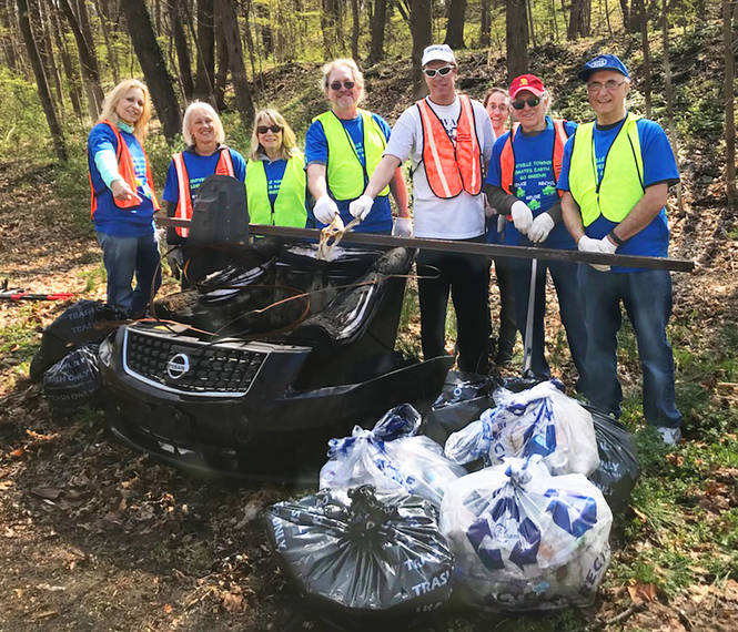 cda94472b4907392b13a_2018-04-27_TCA_Earth_Day_Road_Clean_Up_006_Towaco_Civic_Association.jpg