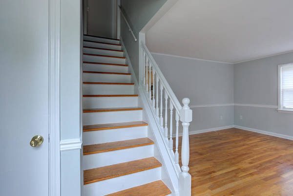cf36faacdb7cf198bdef_59_Liberty_St_Clark_NJ_07066-large-017-015-Staircase-1499x1000-72dpi.jpg