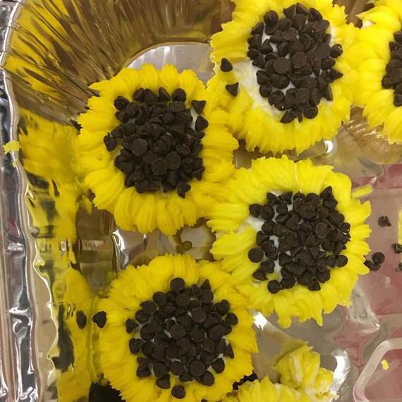 d78cca4275f42d4e1adb_567b6f7ea80e0a6af3af_cupcakes_1.jpg