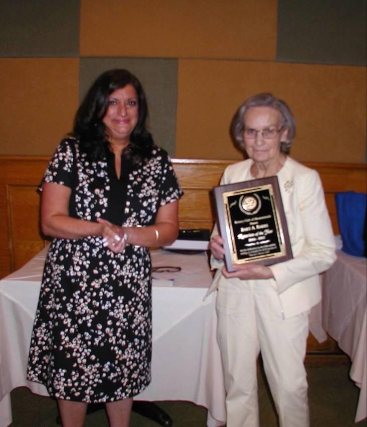 dab07fe6332d9724d0ed_Rotary_Carolkay_accepts_Bart_s___award.JPG