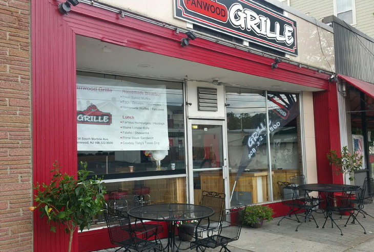 dd8edf74a48ed2b6cc5a_Fanwood_Grille_red_outside.jpg