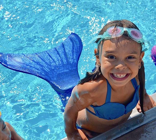 ded3eae388f993ae6d1f_pool_showcase_mermaid.JPG