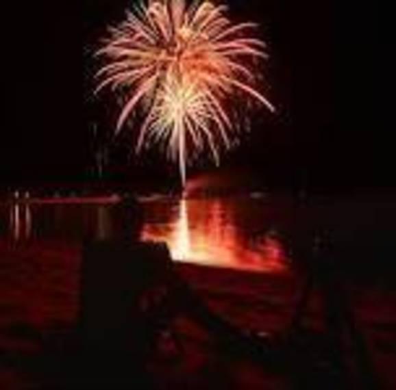 e0c23abb9a8ba24cdd36_beach_haven_fireworks.jpg