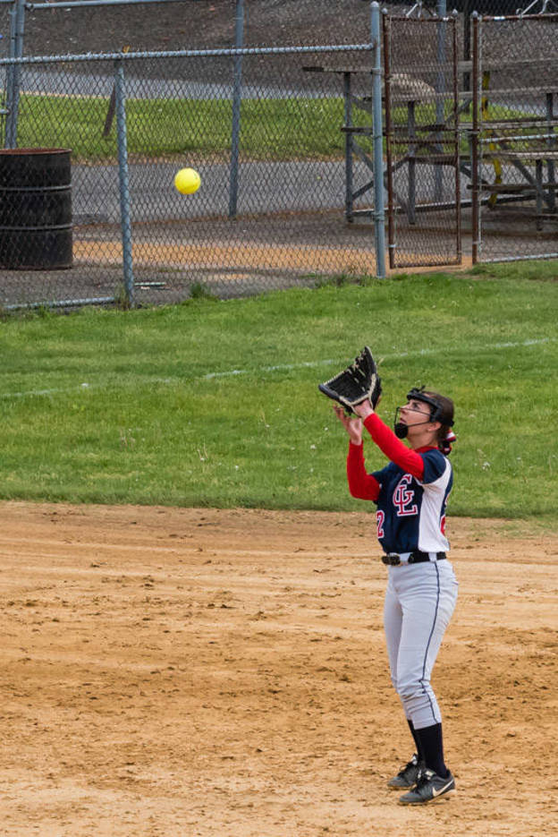 e1dca37a52f79ef6e257_Alyssa_Lombardi_makes_the_catch_for_the_2nd_out_-_vs_Cranford_05.07.2017__652_of_745_.jpg