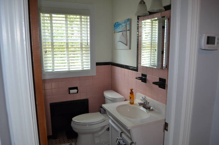 e205a93e2a7e5ba96a53_Maywood_1950_Bathroom.JPG