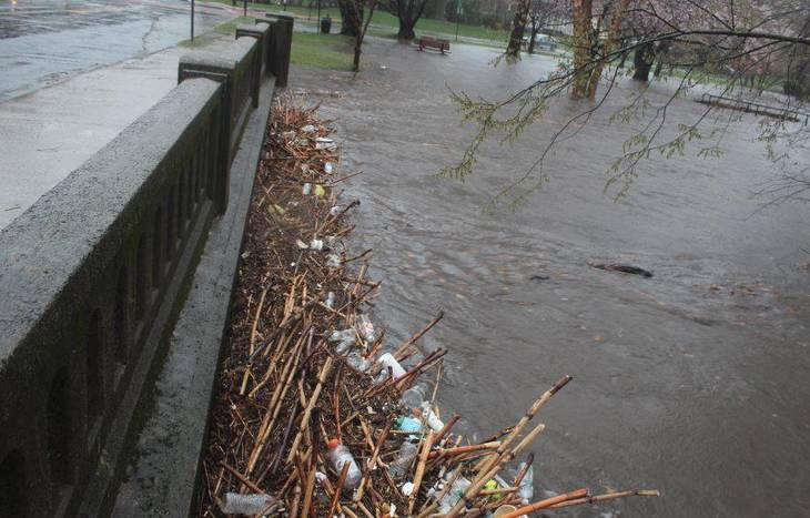 e86fa13fe617920b28e8_Debris_April_16_Floods_b.JPG