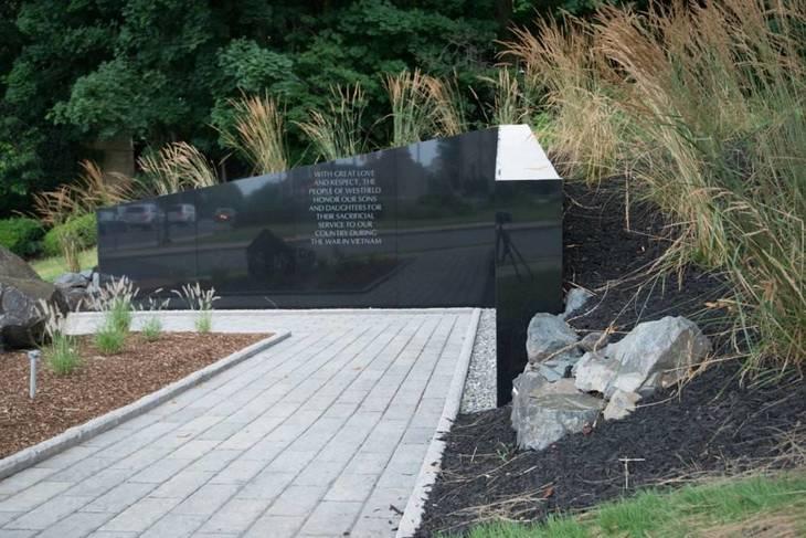 eaf1bd913be825699a5b_VietNam-Memorial-2.jpg