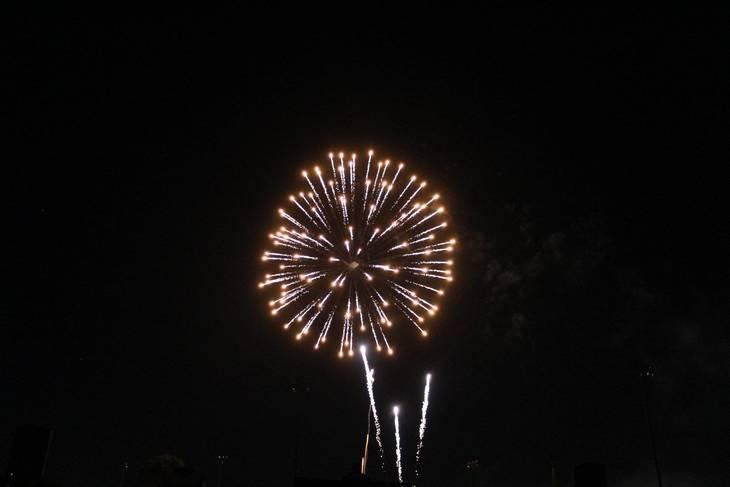 f1e04f3e0ac34acecdba_Cindy_fireworks_3.jpg