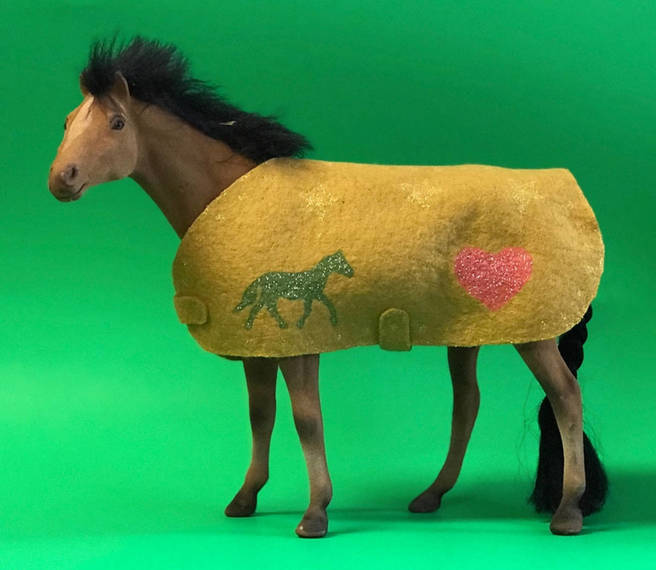 f1fce3185b48a62cd143_Horse_Blanket_rs_150.JPG