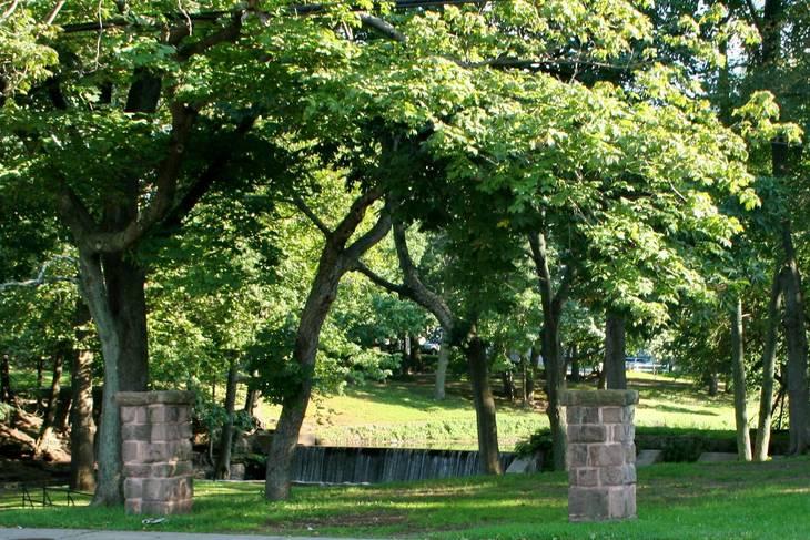 f63a3cc78e367c203709_Forgotten_Driveway_Markers_at_Kingsland_Manor.jpg