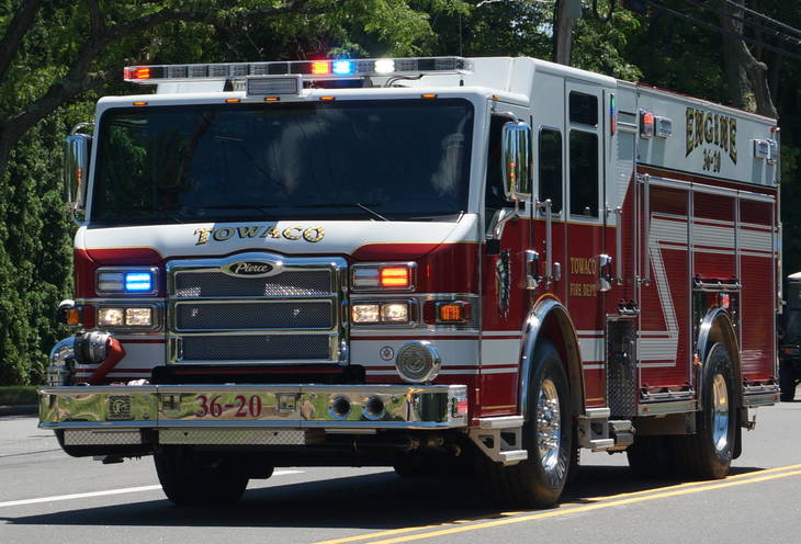 f8d53659abdd2c61a91e_A_Towaco_Fire_Engine_at_the_4th_of_July_parade.JPG