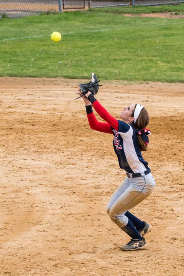 f8ebe8723c59f51ba1f9_Nicole_Trezza_makes_the_catch_for_the_1st_out_in_the_7th_-_vs_Cranford_05.07.2017__639_of_745_.jpg