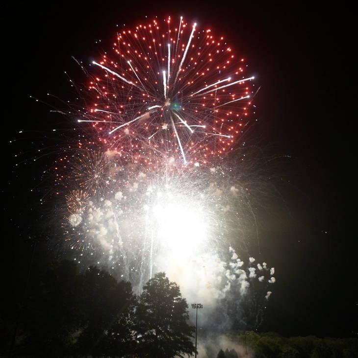 fbf24cef8bed202a0891_a_Fireworks_in_Montville_4.JPG