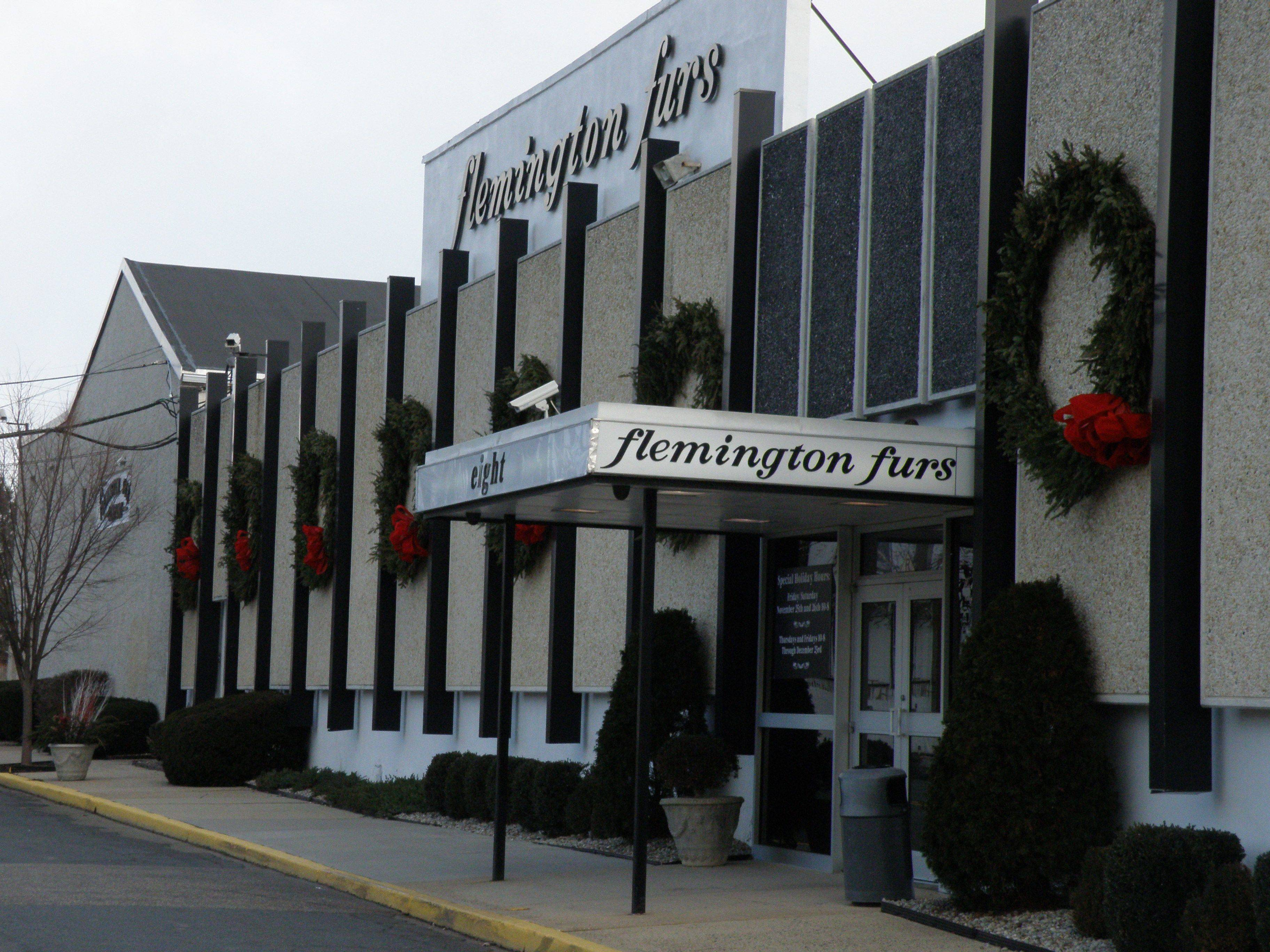 Union Hotel Plan is Target of Debate