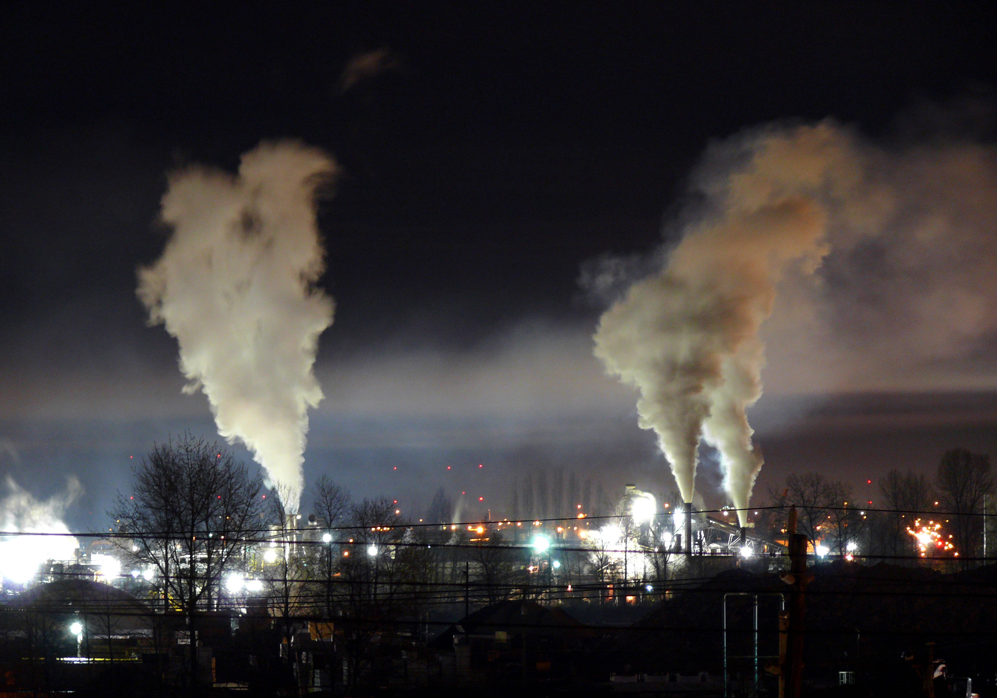 ddf196fb595fd36e5b7b_Heavy_night_industrial_light_pollution.jpg