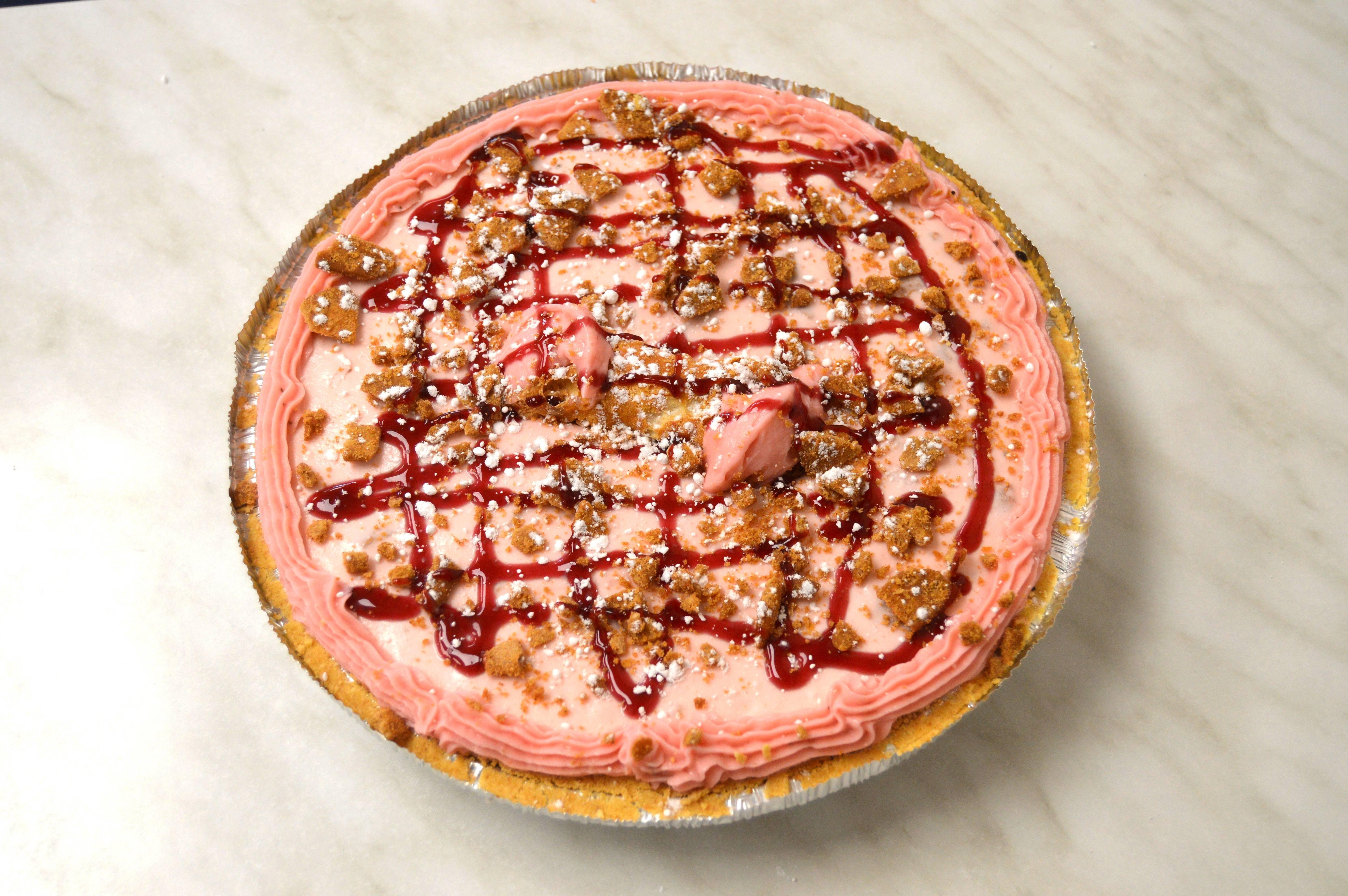 df865f4c91f5470b93a4_Strawberry_Cannoli_Ice_Cream_Pie.JPG