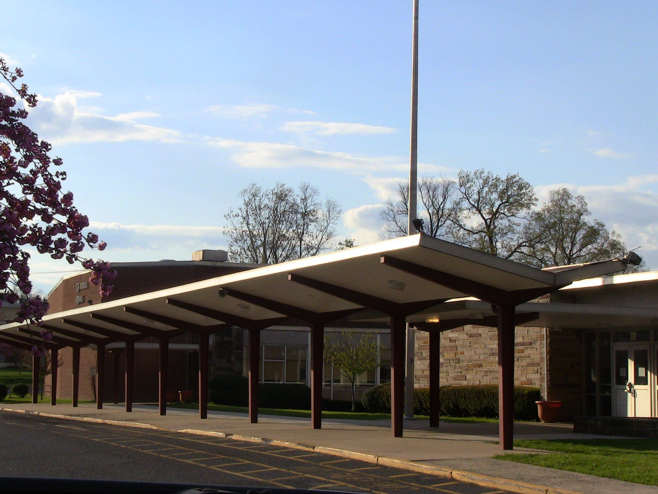 e444014fe517c1824600_Terrill_Middle_School_exterior_-_south_side.jpg